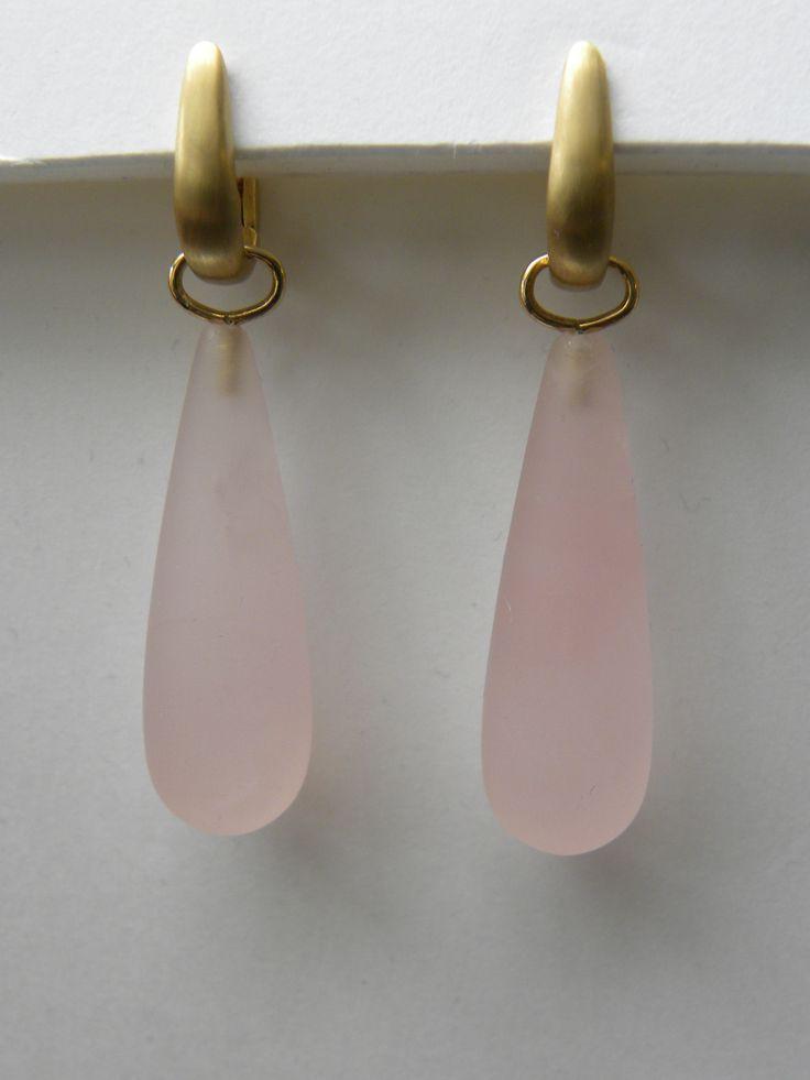 geel gouden creolen mat met roze quartz €598 (nr1681)