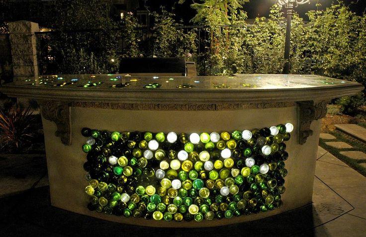 Барная стойка красиво декорированная подсветкой из бутылок вина