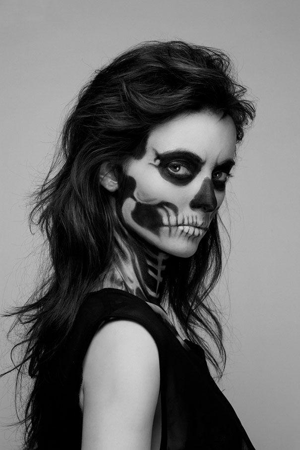 une fille maquillée comme un squelette