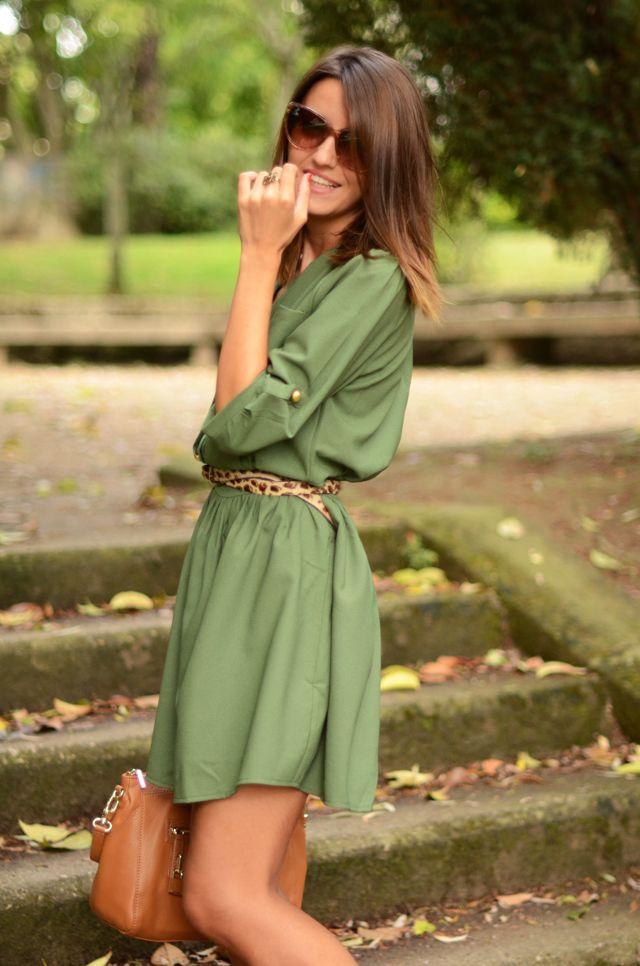 Shirt dress o vestido camisero son parte de las tendencias actuales...¡indispensable el cinturón delgado para no verte como bolsa! #Moda #Estilos