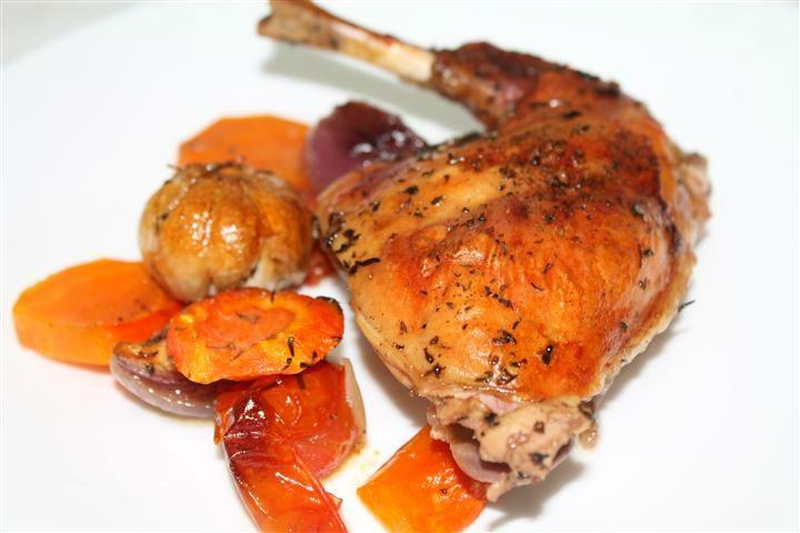 Chiar daca la noi in Romania nu prea se consuma carne de iepure eu sunt norocosul detinator al unui socru caruia ii place sa creasca iepuri. Aveam vreo 2 prin congelator si m-am gandit sa pregatesc pentru duminica o masa in familie mai copioasa.