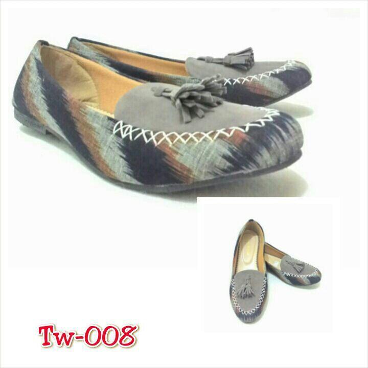 Sepatu tenun mix suede, uk. 36 sd 41, minat hub. Ke Facebook: shop lombok, Instagram: tenun_dan_mutiara_sasak, watsap:  087865461834, pin BB: 7DAC95EC