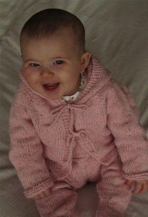 Easy baby cardigan: Childrensbabi Cardigans, Baby Knitcrochet, Easy Baby, Baby Sweaters, Knits Patterns, Baby Hoodie, Knits Baby Cardigans Patterns, Baby Knits, Free Patterns