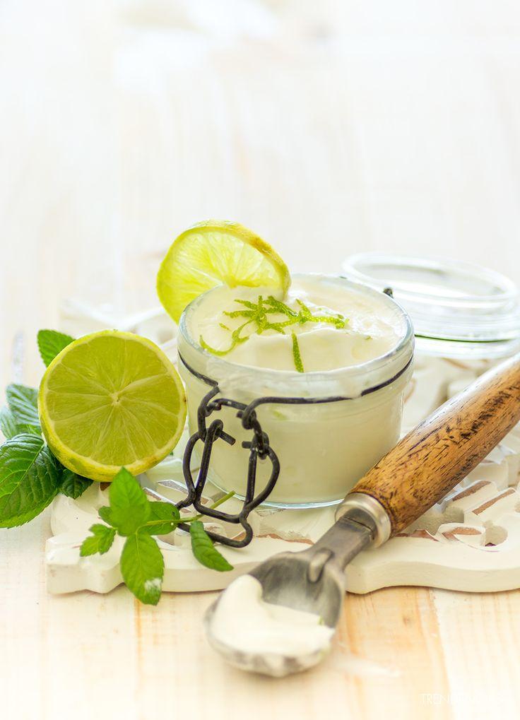 Helado de yogur griego con lima y cardamomo. Receta con fotos del paso a paso y sugerencias de presentación. trucos y consejos de elaboración...