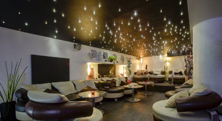 Le loft Elysées sera l'espace idéal pour les personnes recherchant une salle de réception atypique en plein cœur de Paris. La salle est équipée d'une mezzanine, pour des entrevues intimistes, d'un espace bar, d'un vestiaire, et d'une cuisine annexe permettant l'organisation de tous vos événements. #SalleEnLocation #Paris #Anniversaire #SoiréeEntreAmis