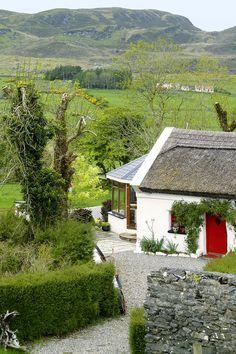 #Naturliebhaber und #Ruhesuchende sind hier genau richtig! Die liebevoll und wildromantisch eingerichteten Cottages an der Westküste #Irlands bieten eine wunderbare Atmosphäre.