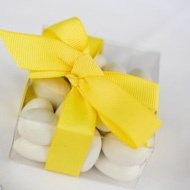 Yellow Wedding Favor Box Ribbon and Bow    Keywords: #yellowweddings #jevelweddingplanning Follow Us: www.jevelweddingplanning.com  www.facebook.com/jevelweddingplanning/