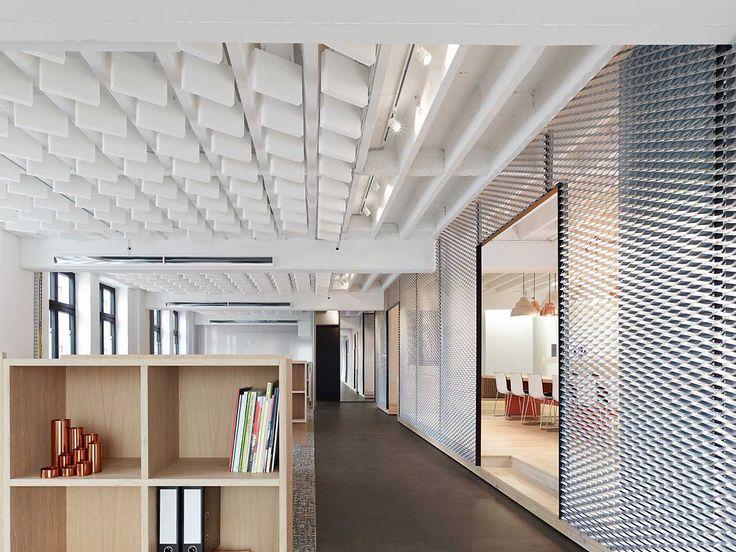 Cloisons ajourée et plafond en relief movet office loft by alexander fehre yellowtrace