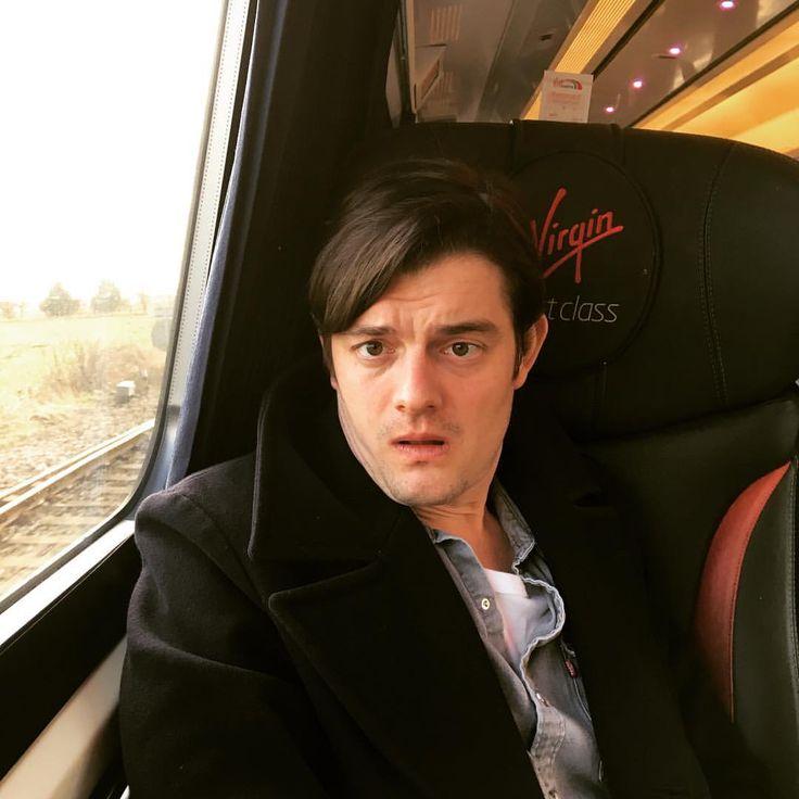 いいね!361件、コメント8件 ― Ben Wheatleyさん(@mr_wheatley)のInstagramアカウント: 「On the train to Newcastle with Sam Riley #freefire」
