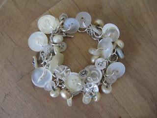 DIY button bracelet Sew Many Ways...: January 2012