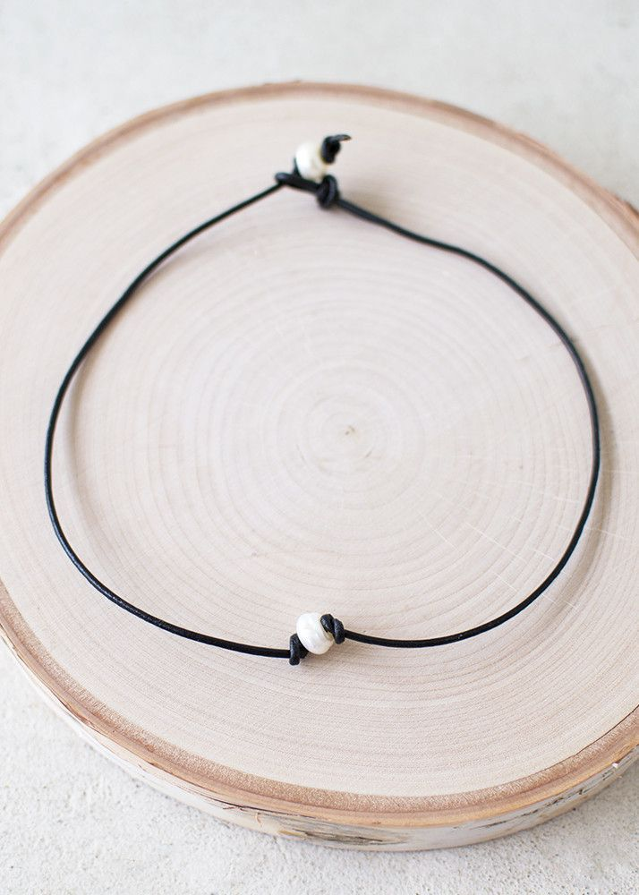 Chokers are in right now so it's only right you sport the latest trend right? This black leather choker is adorned with one statement pearl held in place by leather knots. Wear around your neck with t