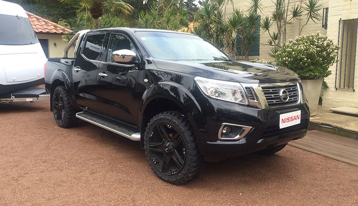 nissan np300 navara wins international pick up of the year. Black Bedroom Furniture Sets. Home Design Ideas