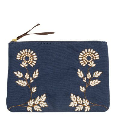 Prepare for a spring wardrobe with this small dark blue clutch with floral embroidery. | H&M Accessories