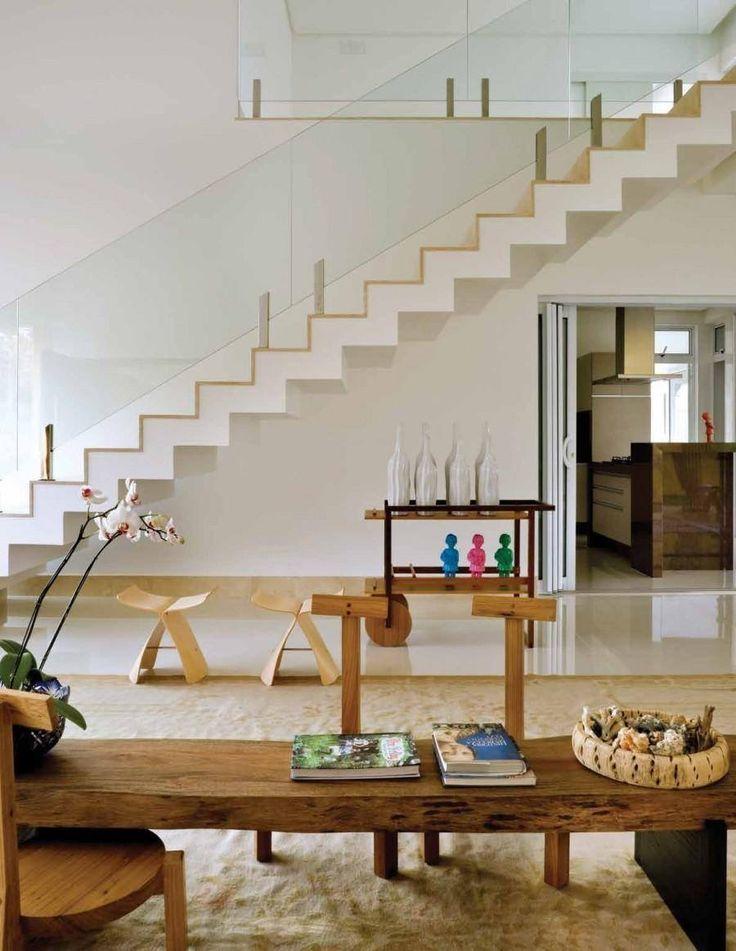 еscalier design à giron et contremarche en bois par Leo Romano à Casa do Boi