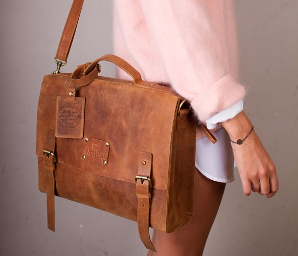 Dirty Harry Leather Messenger Bag in Camel