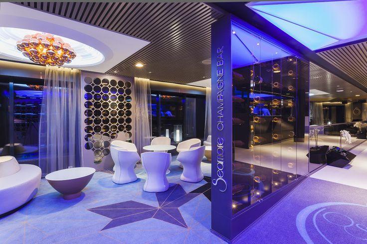 Viking Gracen Seamore Champagne Lounge sopii mainiosti vaikkapa aperitiiveille ennen à la carte -illallista. www.vikingline.fi