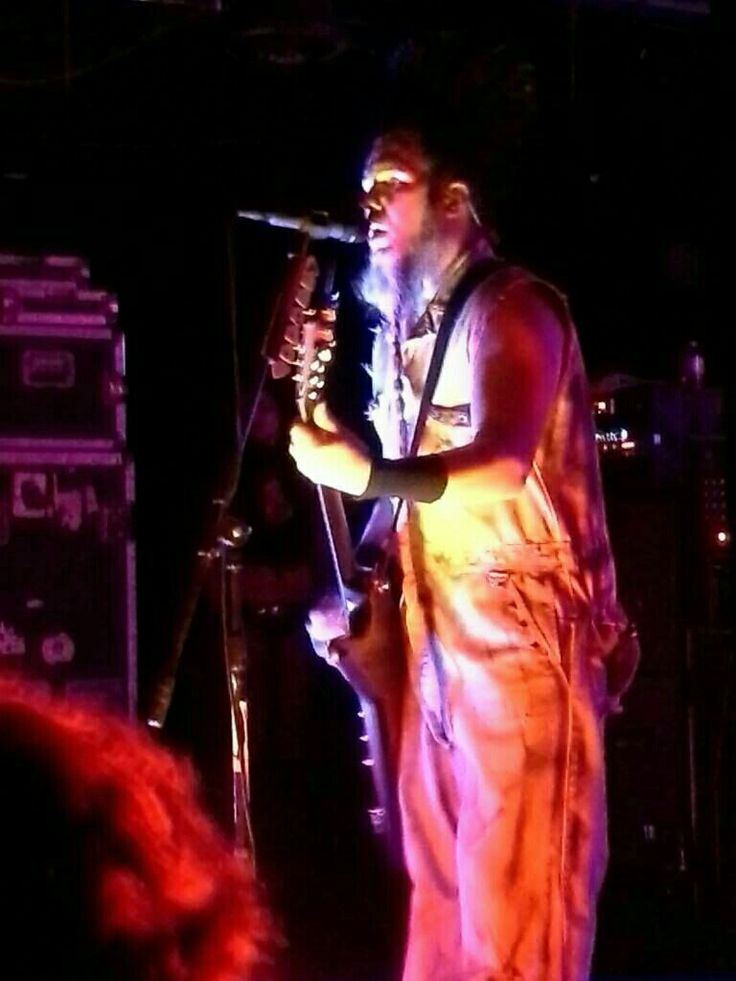 RIP WAYNE STATIC. I was honored to see you perform live @ Strummers. I liked meeting you and Tera Wray.