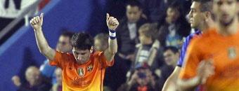 MARCA.com - Messi con un brazalete con el nombre de su hijo Thiago el cual beso en cada gol marcado