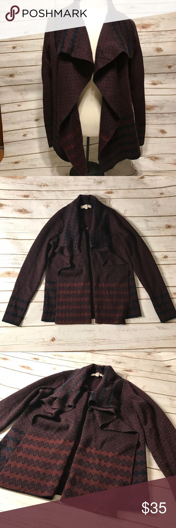"""Anne Taylor Loft Print Cardigan Small Anne Taylor print Cardigan size small. No rips or stains. Measurements for flat lay: shoulder to shoulder 15"""" armpit to armpit 19"""" Top to bottom 26"""" LOFT Sweaters Cardigans"""