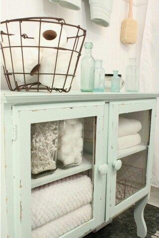 Washed Out Coastal Colors + Vintage Baskets Create a Lovely Cottage Bath Update !