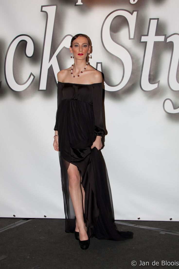 Haute Couture show GHIMELLS Fashion Designer: Melissa Oehlers Model: Marika Manceva Photographer: Jan de Bloois Make-up artist: Mirurgia Breinburg Stylist: Ani Manukjan Hairstylist: Felitia Jongaman Jewellery by Living Pearls