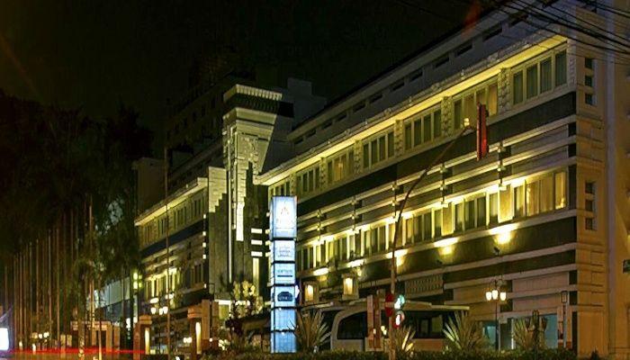 http://www.pegipegi.com/hotel/bandung/prama_grand_preanger_bandung_987578/?affid=AFF2866 Hotel Murah di bandung Prama Grand Preanger Bandung  Hotel Mewah yang Ramah Dengan Pelayanan Profesional dan Bersejarah di Bandung. menawarkan kepraktisan dan kenyamanan dari hotel bisnis yang modern. Hotel ini memiliki 187 kamar yang sangat nyaman, restoran dan bar kelas satu, aula serba guna,dan juga jajaran fasilitas modern lainnya untuk melengkapi segala kebutuhan anda selama tinggal di Bandung.