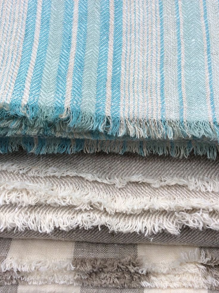 Le fil rouge Textiles - hand-made in Canada 100% linen throws