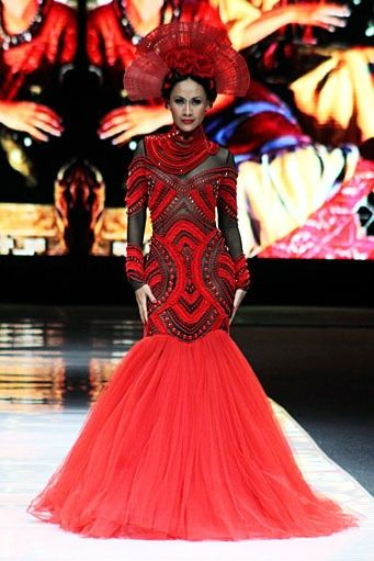 Headpieces by Oscar Daniel for Denny Wirawan at Jakarta Fashion Week 2012