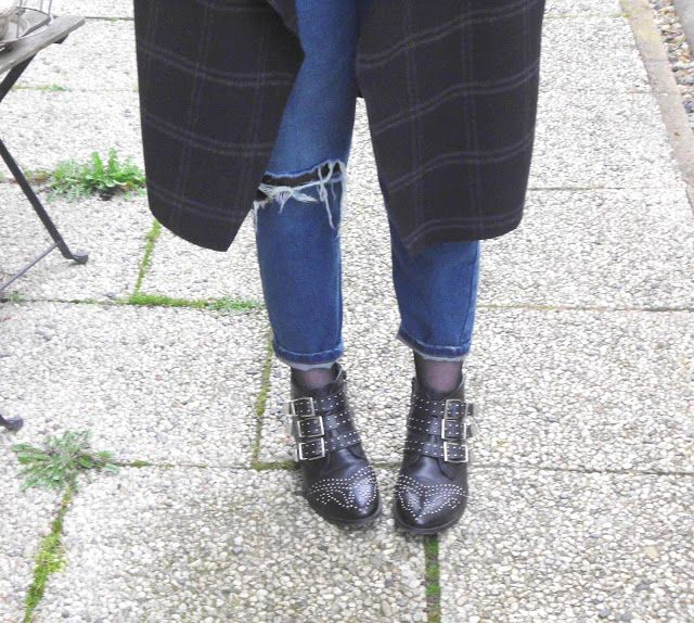 Studded Ankle Boots and Mom Jeans Fahion Look