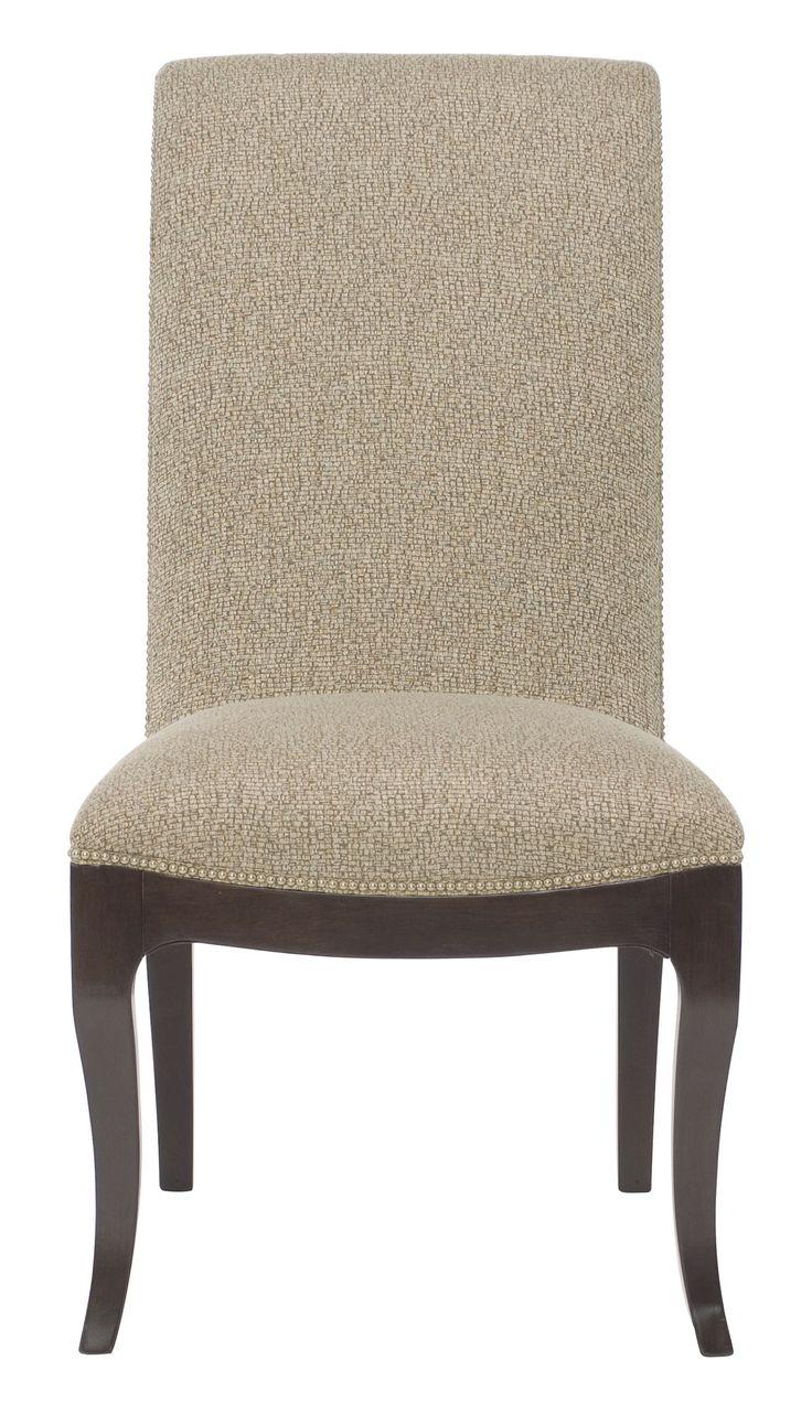 Стильный, мягкий и удобный стул Miramont. Обивка кремового цвета прекрасно сочетается с темной деревянной отделкой.             Метки: Кухонные стулья.              Материал: Ткань, Дерево.              Бренд: Bernhardt.