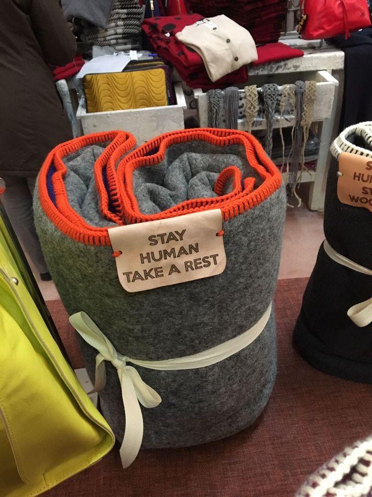 Calda coperta di lana double-face, doppio tessuto cucito assieme.  Adagiane una sul tuo divano per avere sempre una dolce coccola a portata di mano mentre ti rilassi o guardi la tv, oppure usala per scaldarti nel tuo letto o per leggere al sole in giardino o al parco.    Dimensioni 195x140 cm | Shop this product here: http://spreesy.com/dagoredfashion/1 | Shop all of our products at http://spreesy.com/dagoredfashion    | Pinterest selling powered by Spreesy.com
