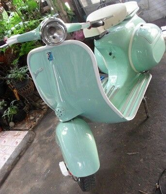 The best Vespa's ever. Get inspired, always in an industrial style. #vintage #industrial #vespa | See more inspiring vintage ideas at www.vintageindustrialstyle.com https://ianneateblog.wordpress.com/
