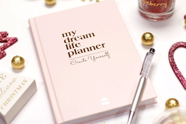 Tervezd meg a 2018-as évedet a My Dream Life Plannerrel! Válassz stílusodnak megfelelően! A My Dream Life Planner határidőnaplót két színben alkottuk meg, hogy lehetőséged legyen választani a stílusodhoz illően.