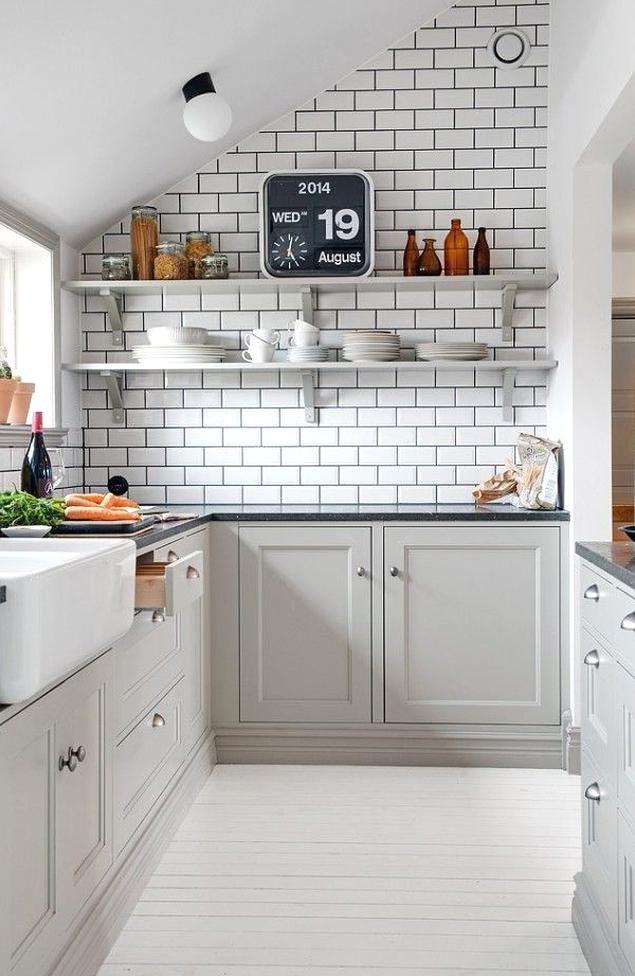 Grey Cabs White Subway Tiles With Black Grout Cottage Style Home Perfect Fit Gabinetes De Cocina Grises Decoracion De Cocina Diseno Muebles De Cocina
