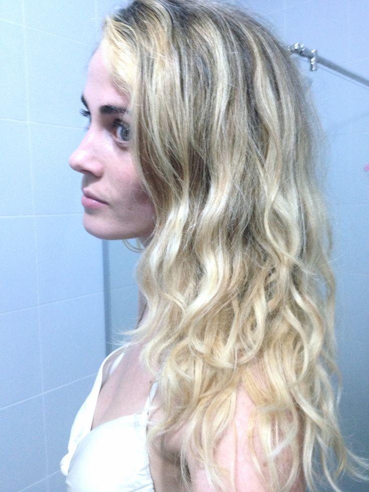 Natural beachlook wavy hair thailand holiday