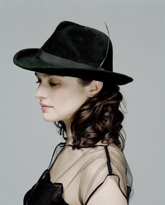 Rachel Weisz in, Retro felt hat. #millinery #judithm #blocking