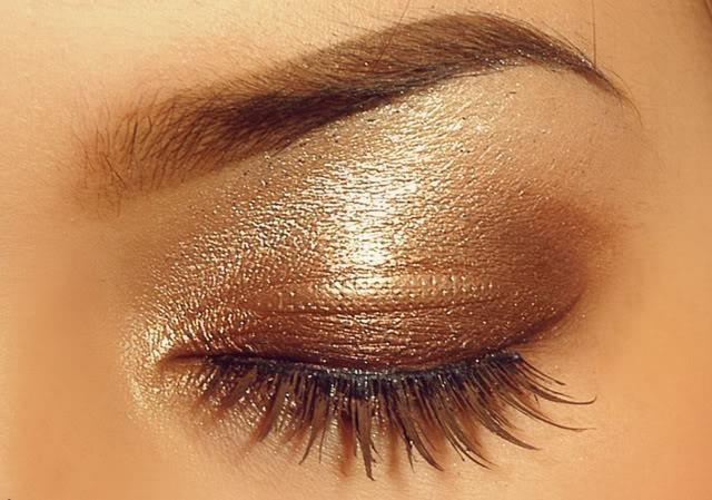 Ecco un'idea per chi ha gli occhi marroni.. Come vi sembra? https://www.facebook.com/photo.php?fbid=10151480070323387=pb.278789638386.-2207520000.1368716474.=3