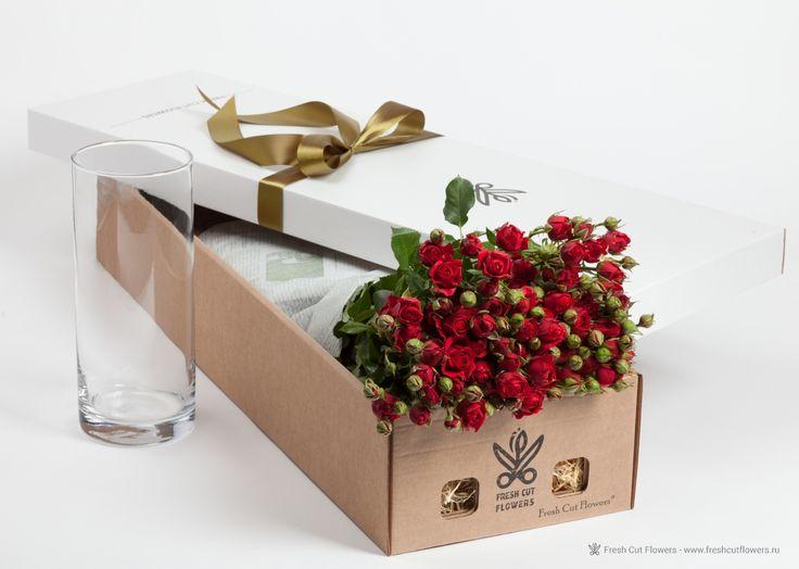 Розы кустовые в подарочной коробке