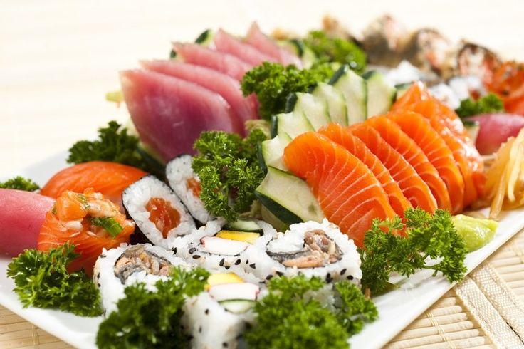 Aprenda como preparar as mais deliciosas receitas de comida japonesa passo a passo! Veja como fazer temaki, sushi, arroz para susshi, enroladinho e mais!