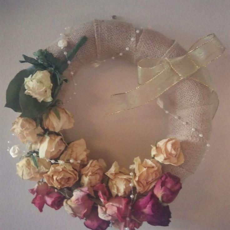 Wreath made of roses. Kranssi kuivatuista ruusuista.