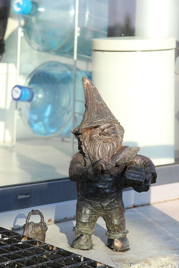Myjek (Washer), wrocławski krasnal znajdujący się przed myjnią samochodową…