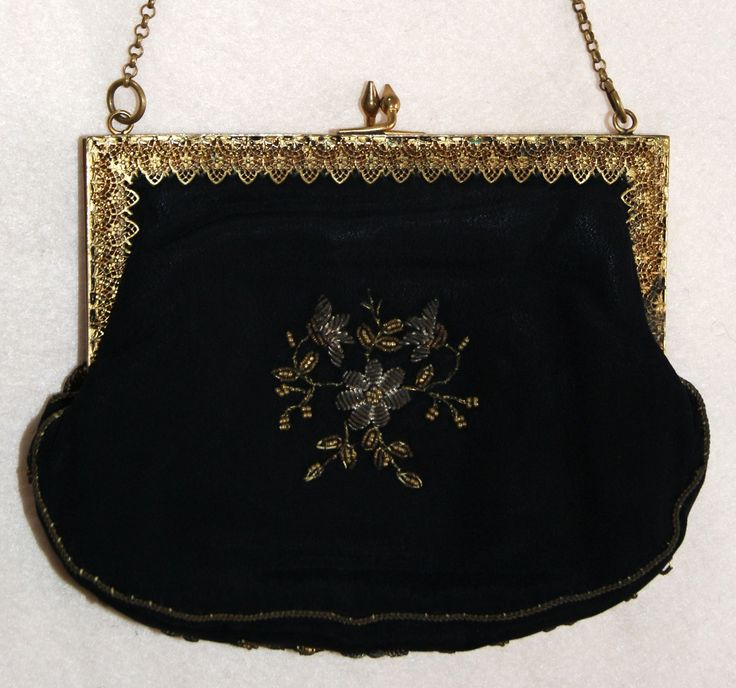 The back of a old purse. Embroidered with metal beads en wire. Collection Tineke Nieuwenhuijse