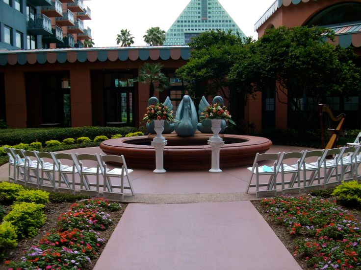 Disney Wedding Ceremony At The West Courtyard Swan And Dolphin World In Orlando