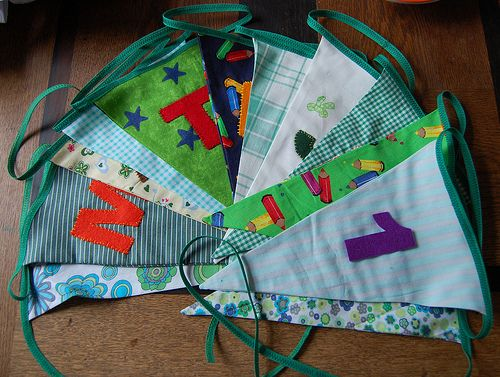Bunting with exchangable letters and / or numbers tutorial [by HGK]