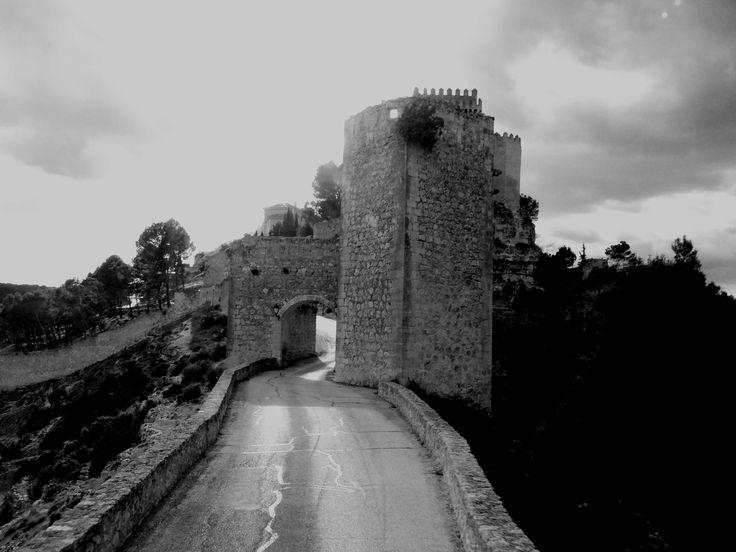 Castillo y Puerta del Campo.