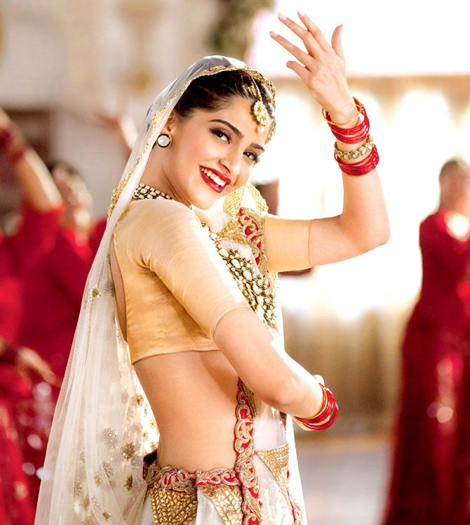 Sonam Kapoor performing the hook step from the title track of Prem Ratan Dhan Payo. #Bollywood #Fashion #Style #Beauty #PRDP #Desi