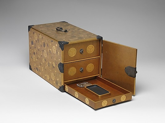 Portable Writing Cabinet with Tokugawa Family Crests, Chrysanthemums, and Foliage Scrolls, Kōami School, Edo period (1615–1868), late 17th century, Lacquered wood with gold and silver takamaki-e, hiramaki-e, and applied gold foil on nashiji ground, H.22.9 cm; W. 21.6 cm; D. 37.1 cm ©The Metropolitan Museum of Art #Urushi, #Laque, #Japon, #Lacquer, #Japan