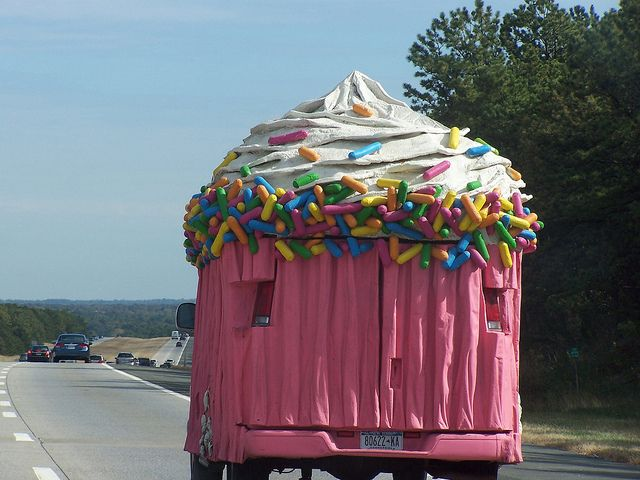 Pink cupcake truck -- with sprinkles! <3