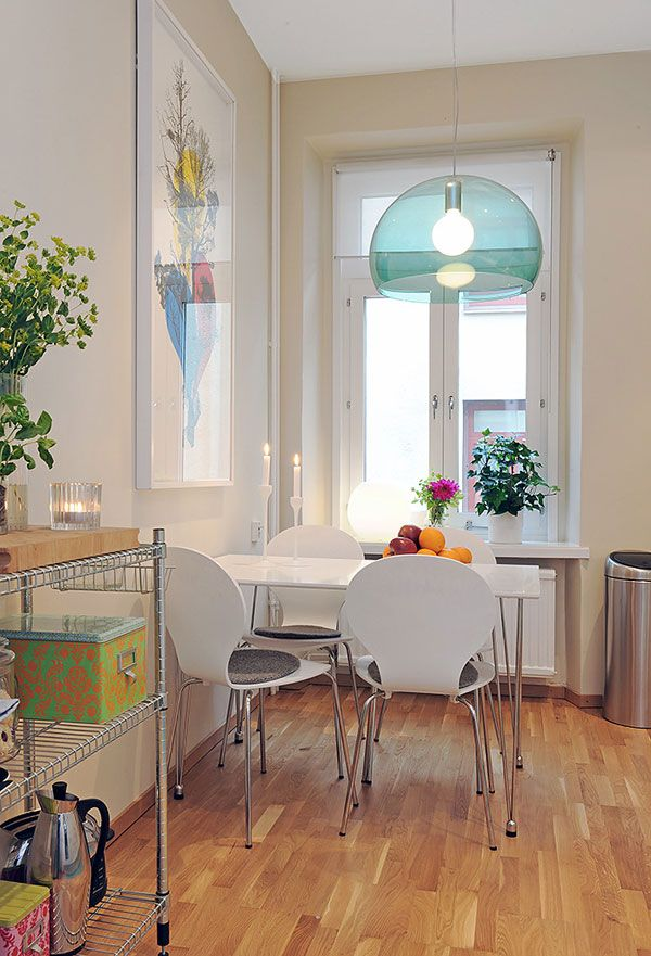 Charming and Bright Apartment with a Homey Feel - http://freshome.com/2010/10/11/charming-and-bright-apartment-with-a-homey-feel/