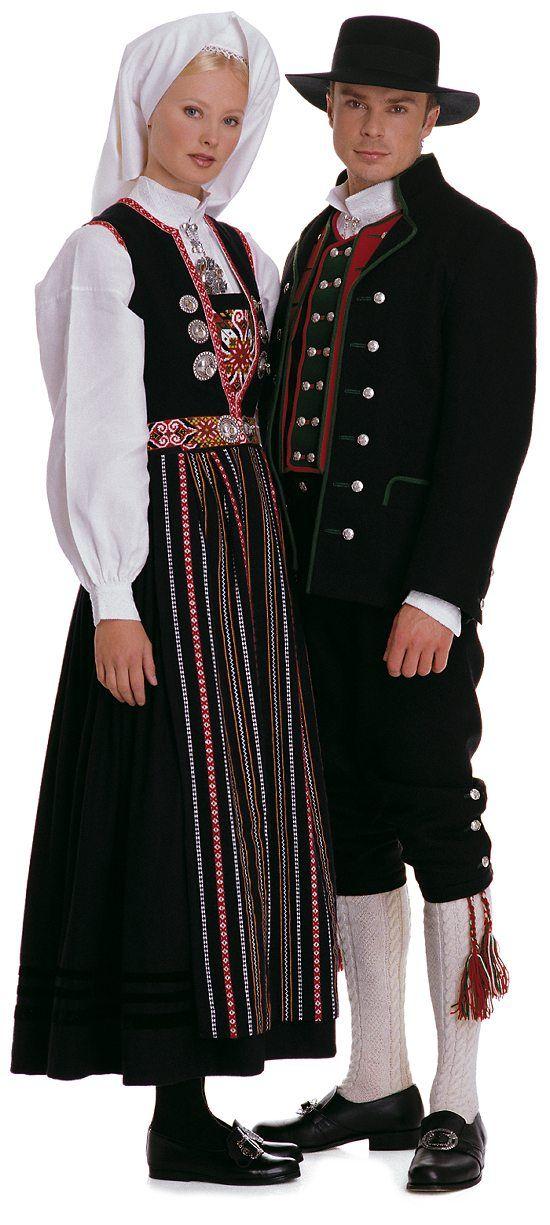 Norjassa kansanpuvuilla on suuri merkitys. Norjan oma designi oli katoamassa, koska matkailu on suurta Norjassa, joten ulkomaalainen muoti alkoi vaikuttaa. Norjalaiset halusivat suojella kaikkea vanhanaikaista ja perinteistä mistä norjalaiset tunnetaan, myös kansanpukuja, joten norjalaiset alkoivat käyttämään kansanpukuja enemmän ja niiden käyttö on ollut tasaisessa kasvussa. Norjassa on monia erilaisia kansanpukuja, joka kaupungilla omansa.